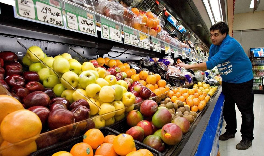 Canadian grocery-store workers earn low wages compared to their counterparts in Sweden. Why? (The Canadian Press/Jacques Boissinot) middle class worker