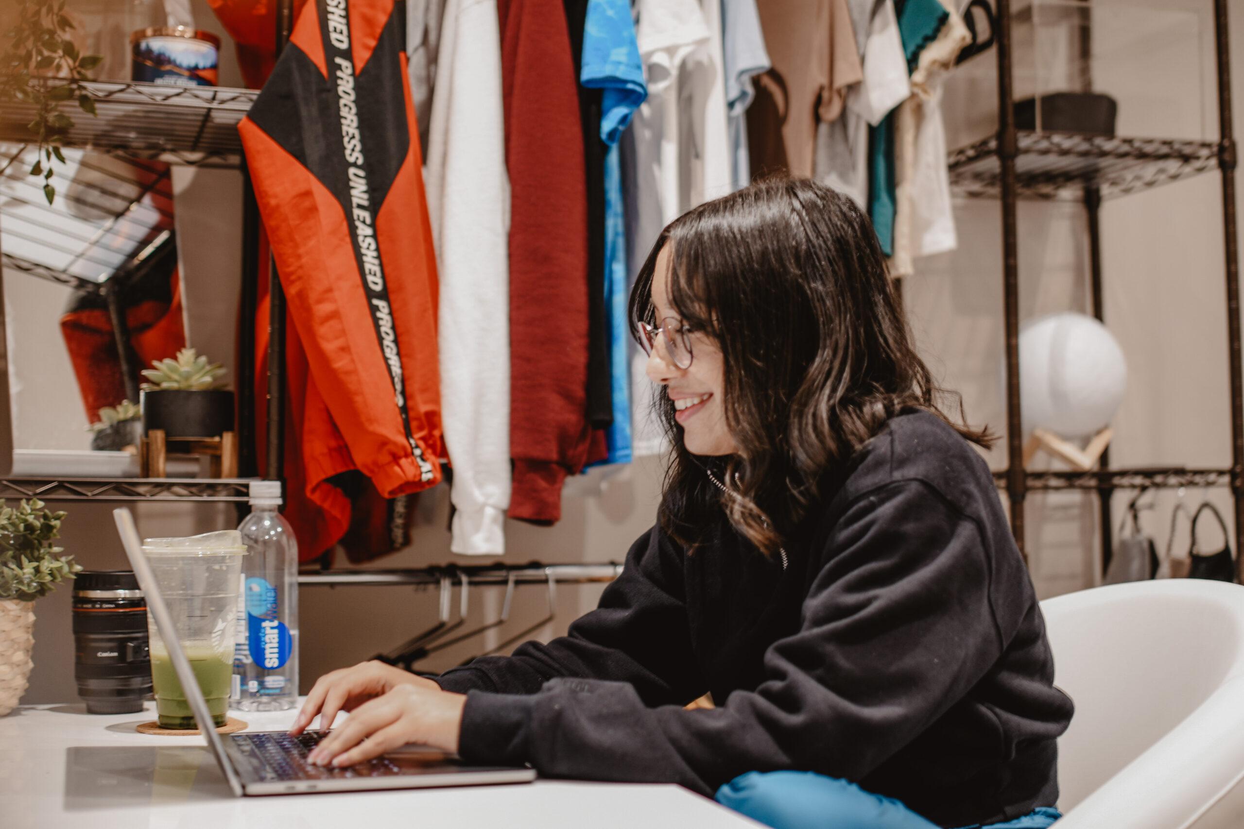 Photo depicting Narissa Horning working at a laptop